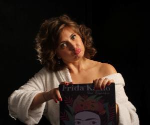 8- Escoge un amante que te mire como si quizás fueras magia de Laura Arias